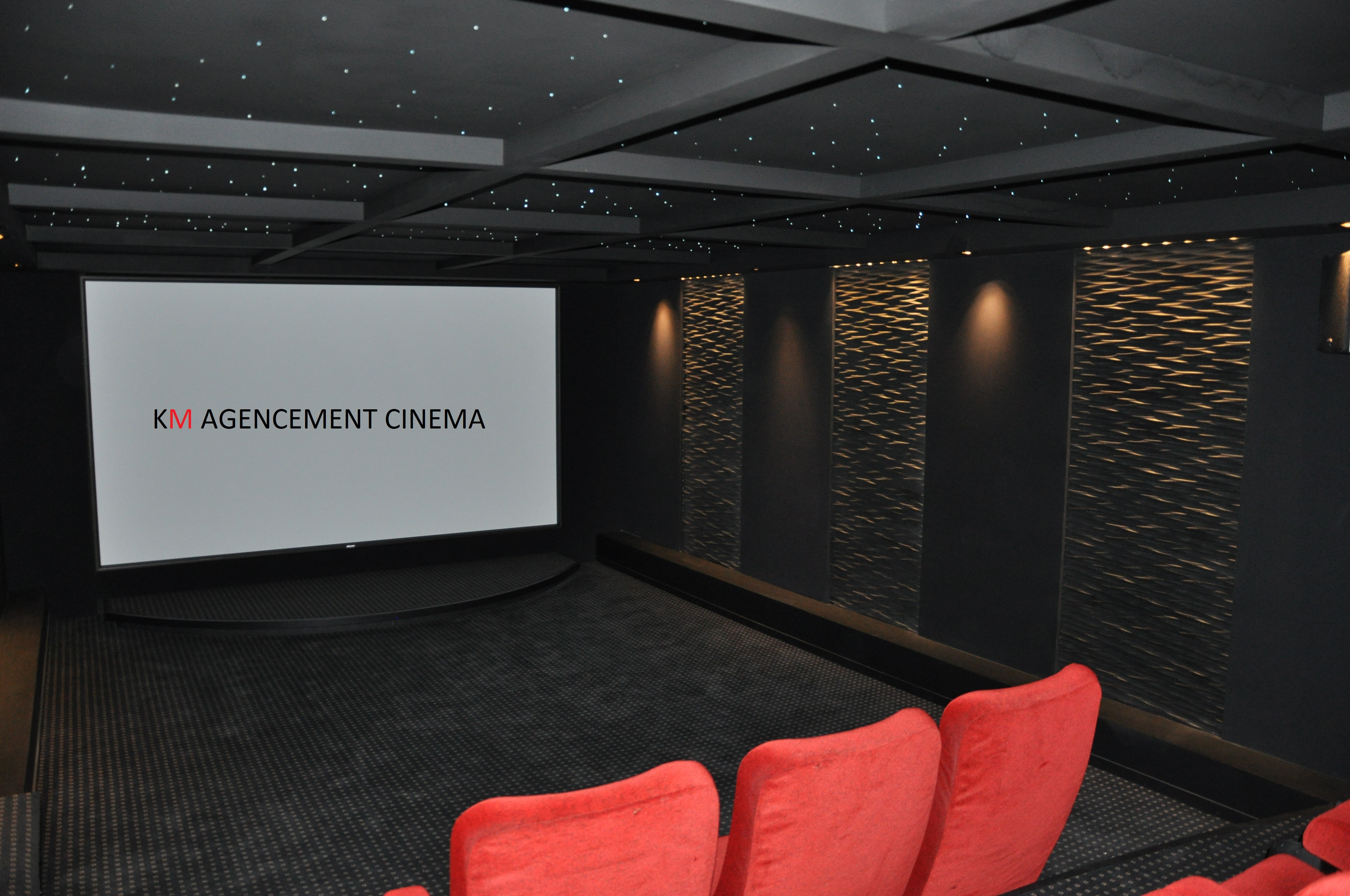 creation de salle de cinema societe km. Black Bedroom Furniture Sets. Home Design Ideas